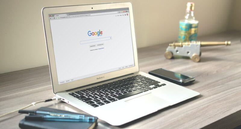 Google testet neue Snippets: Per Klick erweiterbare & solche die um Bilder ergänzt werden, wenn man mit der Maus über sie fährt.